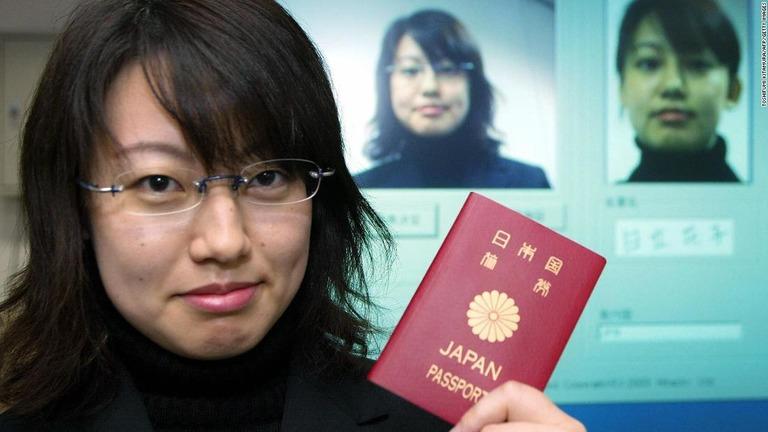 CNN.co.jp : 日本のパスポートが世界最強、シンガポール抜きトップに – (1/2)