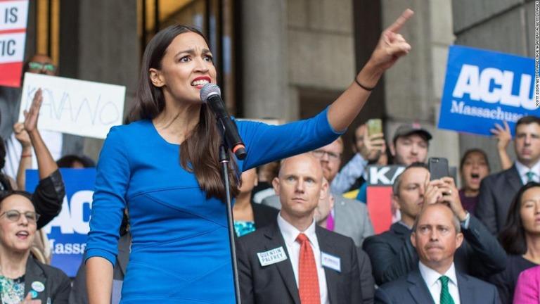 29歳の民主党候補アレクサンドリア・オカシオコルテス氏が当選を確実にした/Scott Eisen/Getty Images North America/Getty Images