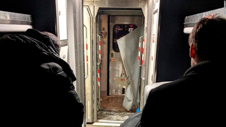 CNN.co.jp : 満員の長距離列車、走行中に連結外れて客車離れる 米NY