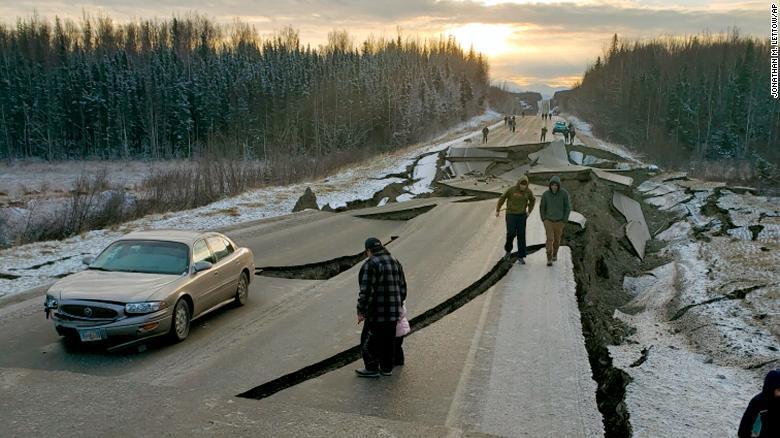 米アラスカ州でM7.0の地震、道...