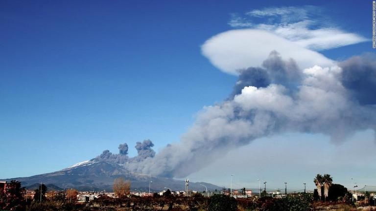 cnn co jp シチリア島のエトナ山が噴火 空港閉鎖 イタリア