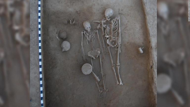 https://www.cnn.co.jp/storage/2019/01/11/64a52e998704f7eecc61e7b61209b428/t/768/432/d/harappa-grave-couple-india-scli-intl-super-169.jpg