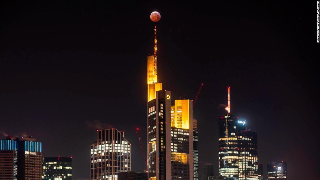 「Frank Rumpenhorst eclipse」の画像検索結果