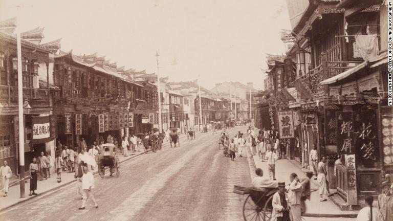 トマス・チャイルド「物乞いたち」=1870年代/The Loewentheil Collection of China Photography
