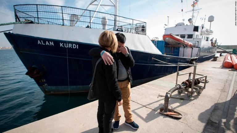 【難民悲話】遺体で漂着のクルド人男児、難民救助船の名前に ->画像>7枚