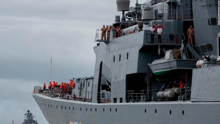 ロシア軍の艦船3隻がフィリピンのマニラに寄港した/ELOISA LOPEZ/AFP/Getty Images
