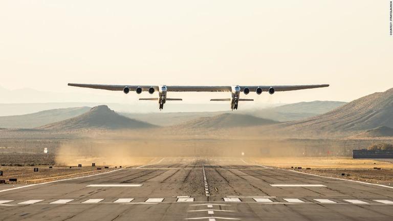 翼幅は約120メートルとアメリカンフットボール場ほどの大きさ/Courtesy Stratolaunch