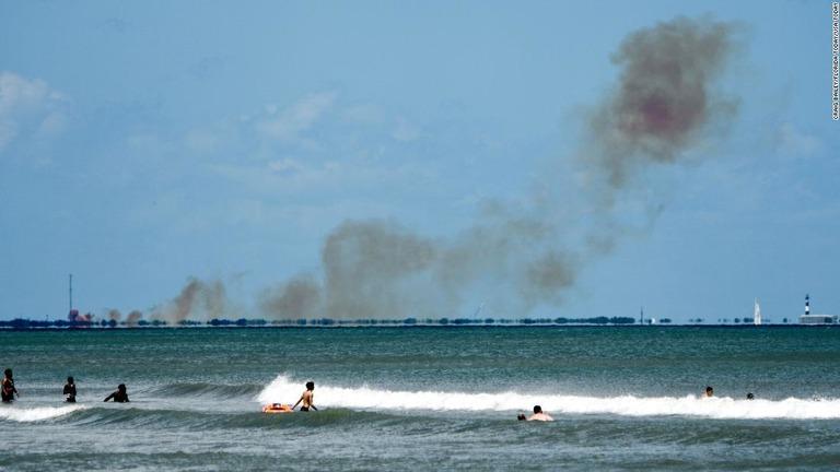 ケープカナベラルにある施設の上空に煙があがった=20日/Craig Bailey/FLORIDA TODAY/USA Today