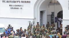 聖アンソニー教会の前で警戒に当たるスリランカ軍の要員
