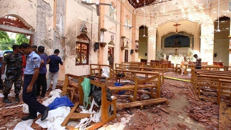 政府報道官は教会の再建を約束した/Getty Images