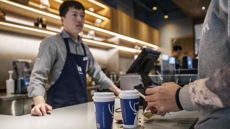 ラッキンコーヒー(瑞幸珈琲)が米ナスダック市場へ上場する方針を明らかにした/Gilles Sabrie/Bloomberg via Getty Images