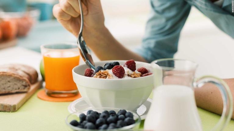 朝食を抜くことで心臓関連の死亡リスクが高まるとの調査結果が明らかになった/Shutterstock