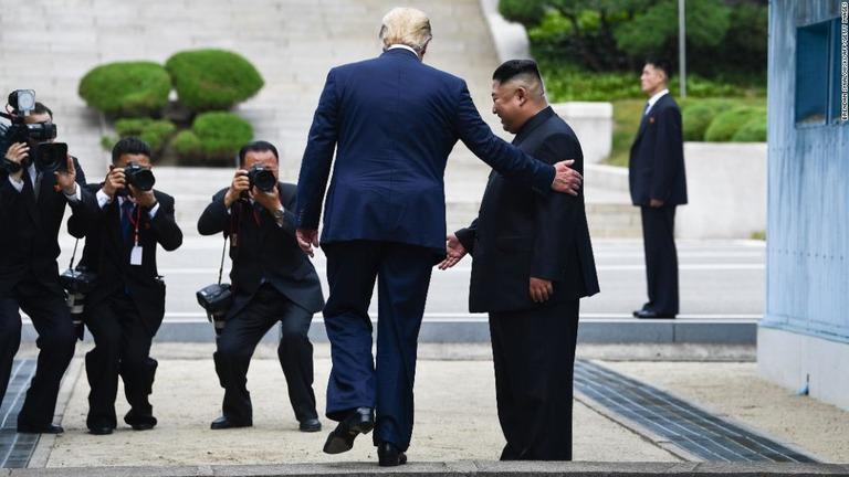 現職 大統領 として 初めて 訪れ た の は