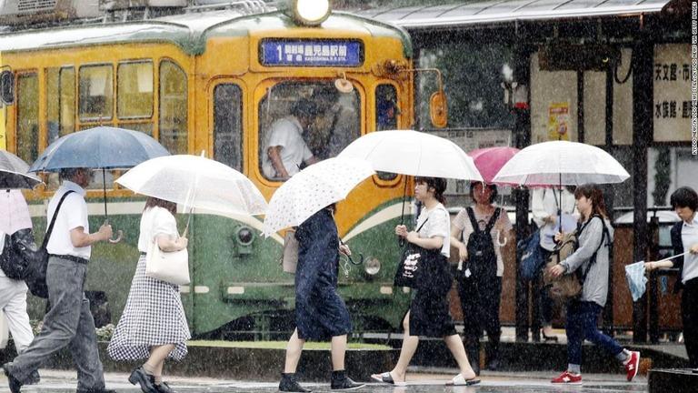 CNN.co.jp  豪雨で100万人超に避難指示、1日で1カ月分の
