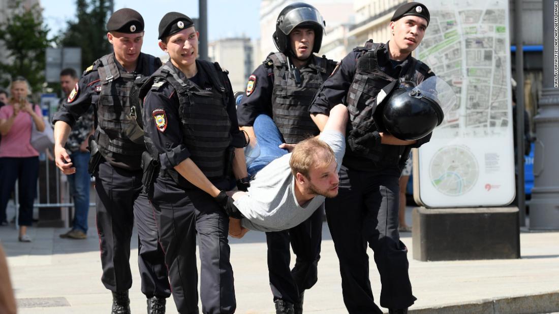 CNN.co.jp : モスクワ市議選めぐり抗議デモ、1000人以上拘束