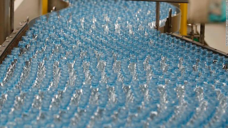 飲料水内のマイクロプラスチック、健康リスクについて初見解 WHO