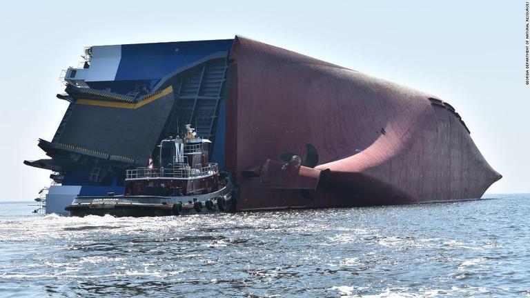CNN.co.jp : 貨物船が横倒しに、乗員4人行方不明 米ジョージア州沖