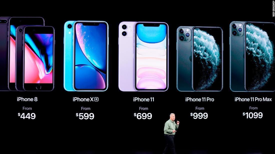 写真右から新機種の「iPhone 11 Pro Max」「iPhone 11 Pro」「iPhone 11」/Tony Avelar/AP