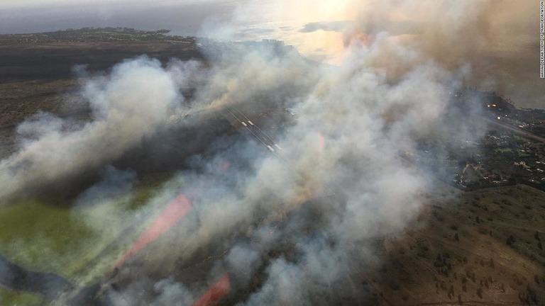 ハワイ・マウイ島西部で火災拡大、空港に避難指示