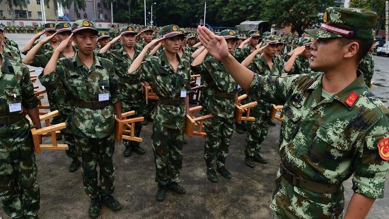 CNN.co.jp : 人民解放軍を辞めたらこうなる――過酷な処分内容を公表 中国
