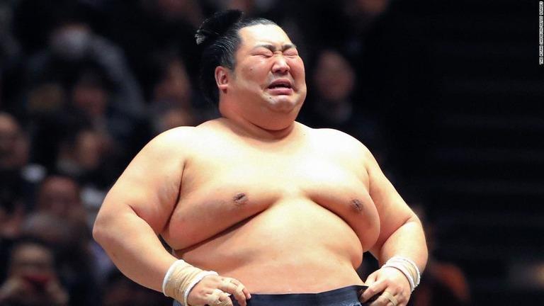 CNN.co.jp : 徳勝龍が土俵で涙、大相撲初場所で幕尻優勝