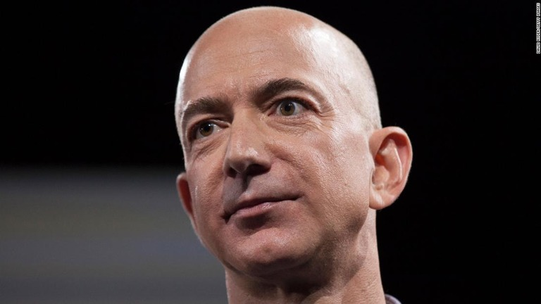 CNN.co.jp : ジェフ・ベゾス氏、1日で資産8千億円増加 アマゾン好 ...