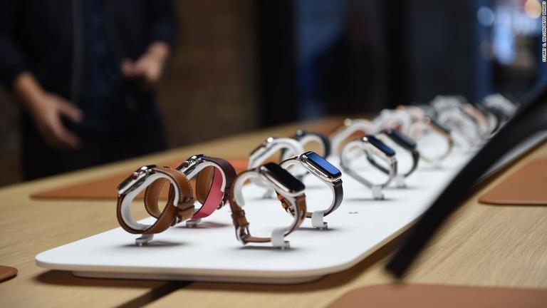 アップルウォッチ、スイス時計の販売数を上回る