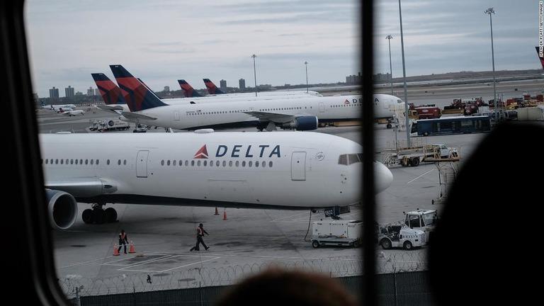 ハワイからデルタ便で日本に帰国したカップルに新型肺炎の陽性反応が出た/Spencer Platt/Getty Images