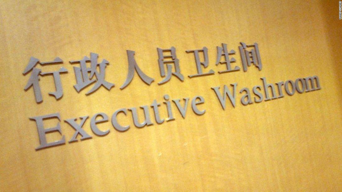 中国のトイレの看板/Randy Schmidt