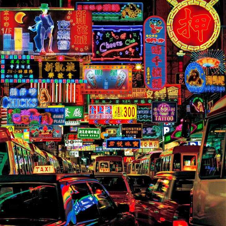 マクレガー氏の連作写真「ネオンファンタジー」。香港の消えゆくネオン看板を1枚のコラージュに収めた/Courtesy Blue Lotus Gallery