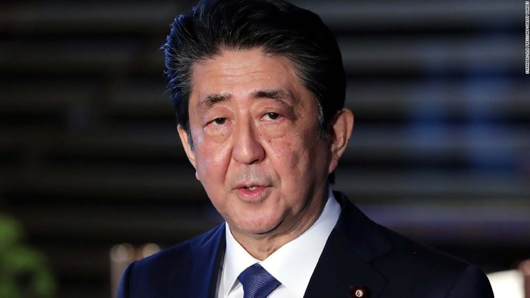 CNN.co.jp : 安倍首相が自宅でくつろぐ動画、投稿に批判の声も