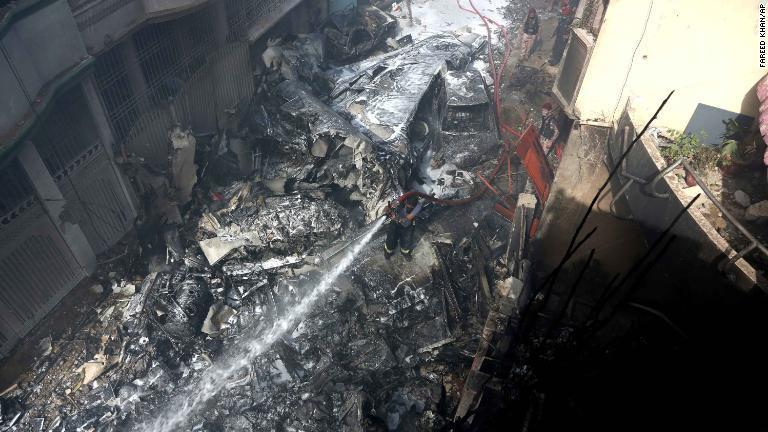 パキスタン 墜落 事故