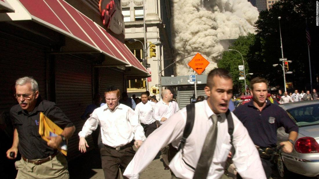 CNN.co.jp : 米同時多発テロの現場写真に写った男性、新型コロナで死去