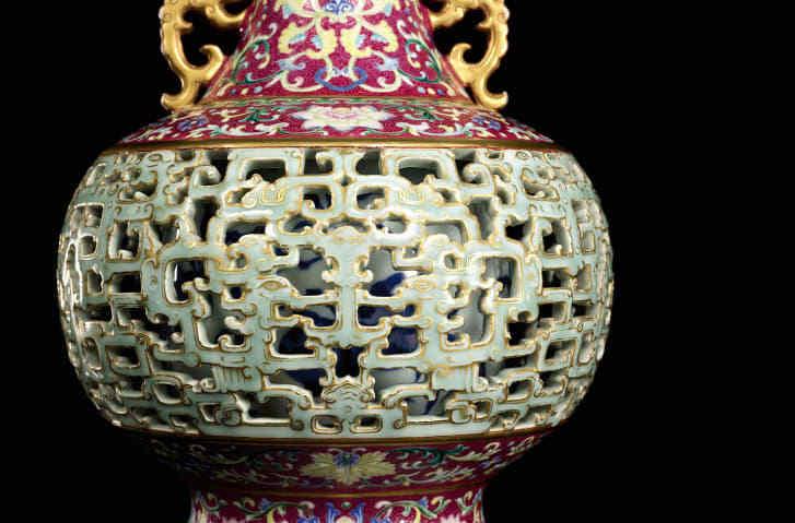 花瓶の精巧な装飾についてサザビーズは「技術の粋を集めた力作」と評価/Courtesy Sotheby's