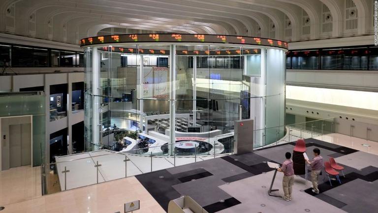 CNN.co.jp : 東京証券取引所、システム障害で売買停止