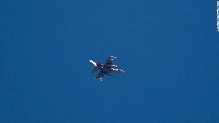 CNN.co.jp : トランプ大統領集会の上空に小型機侵入、米軍戦闘機が緊急発進