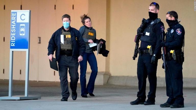 CNN.co.jp : 8人負傷のショッピングモール発砲事件、15歳少年逮捕 米