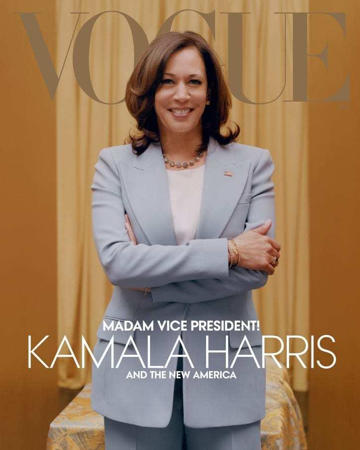 青のスーツ姿のハリス氏は「デジタル版」の2つ目の表紙だとヴォーグ誌は明らかにした/Credit: Tyler Mitchell/Vogue