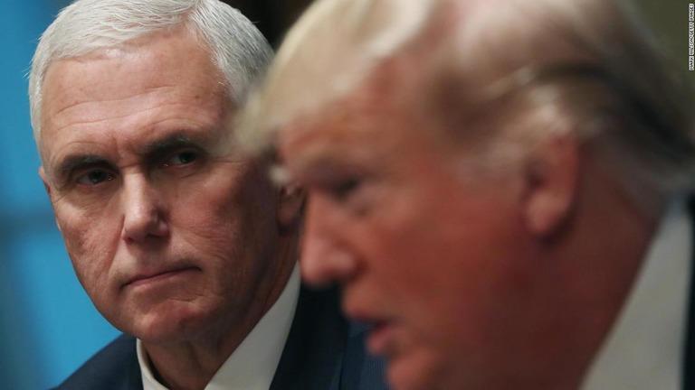 ペンス副大統領とトランプ大統領が連邦議会議事堂への乱入後初めて会話を交わしたことがわかった/Mark Wilson/Getty Images