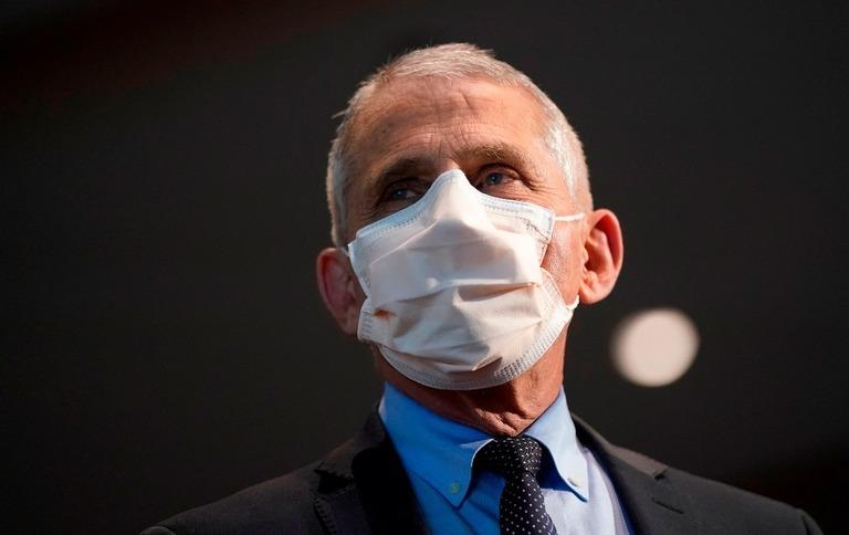 ファウチ氏がトランプ政権下で経験した辛さを振り返った/Patrick Semansky/Pool/AFP/Getty Images