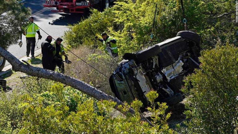 ウッズ 車 タイガー 事故