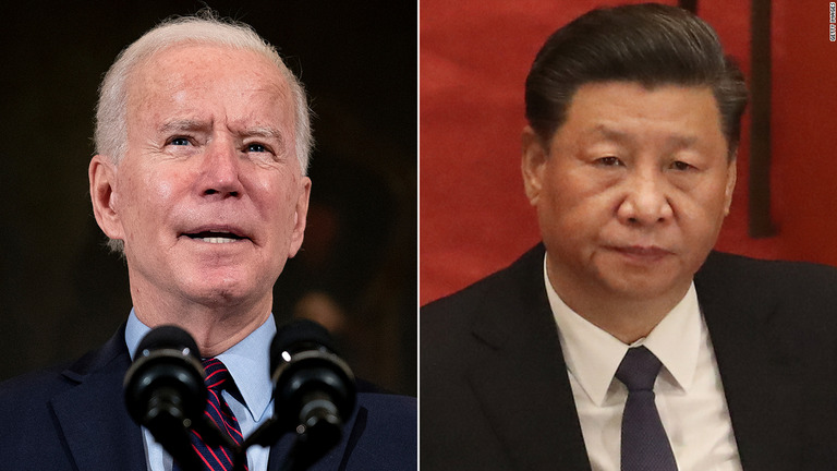 バイデン氏(左)はウイグル族への残虐行為が問題視される中国とどう対峙するのか/Getty Images