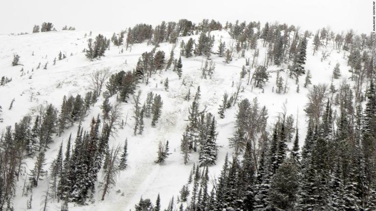 米国で雪崩による死者が続出している/Gallatin National Forest Avalanche Center/AP