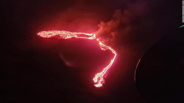 CNN.co.jp : アイスランドで噴火の報告、首都レイキャビク付近
