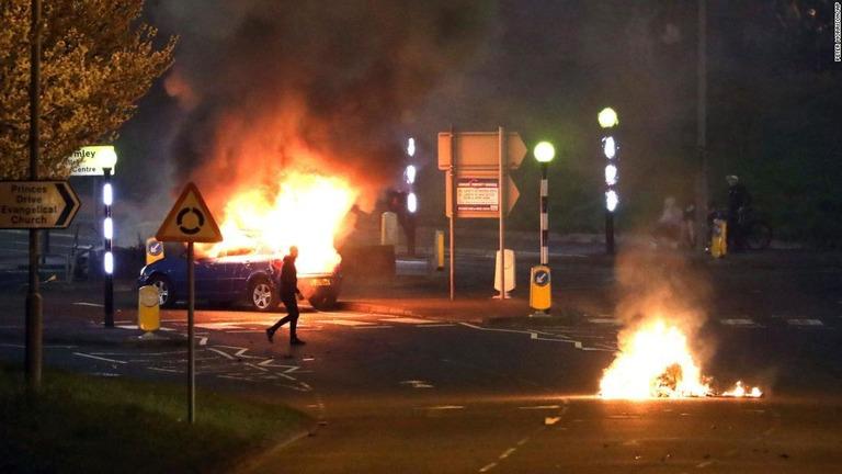 北アイルランドで3夜連続の暴動、宗派対立や英離脱協定への不満で緊張高まる
