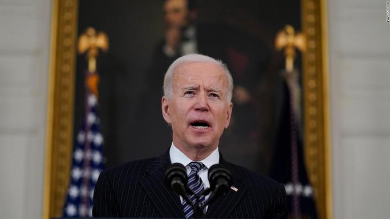 バイデン米大統領。8日にも新たな銃関連の大統領令を出すとみられる/Evan Vucci/AP