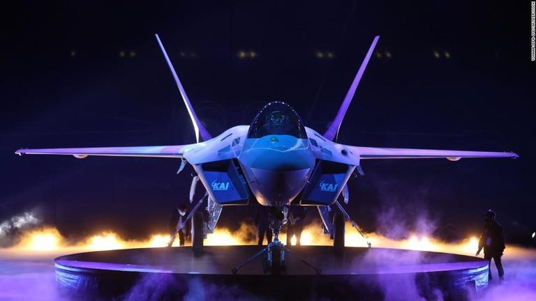 CNN.co.jp : 韓国、超音速戦闘機「KF21」を公開 開発成功なら世界 ...
