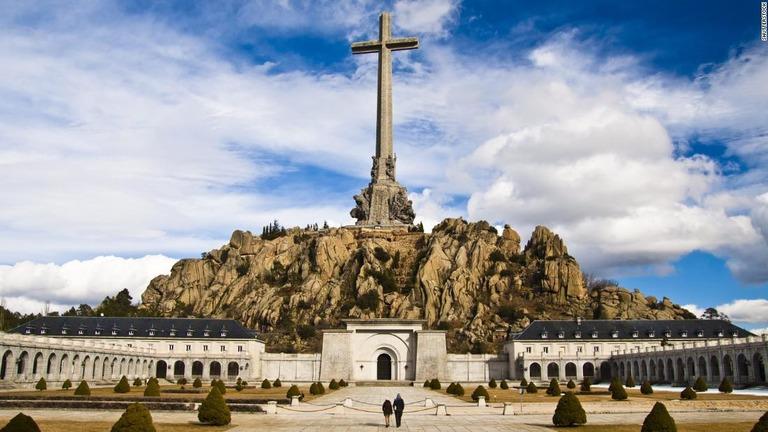 大規模墓地を掘り起こしへ、内戦戦没者3万3000人眠る スペイン
