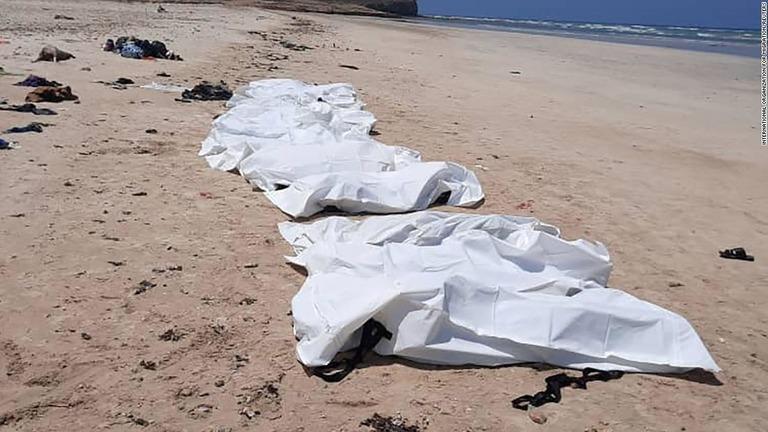 移民乗せた船が転覆、42人死亡 ジブチ沖