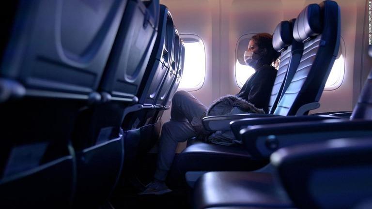 機内の座席中央を「空席」に、リスクが最大57%減 米CDC